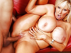Granny with big tits, Tia Gunn loves to fuck youthfull guys