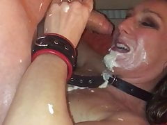 Daggi blows the tail with cream in his mouth