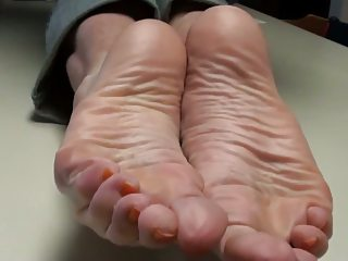cum overhead mommy's feet