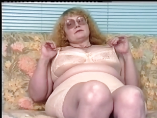 Redhead-BBW-Granny give Glasses Dildoing