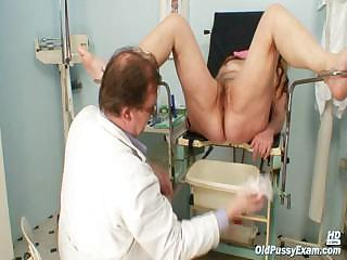 Mature tolerant Stazka gyno send back real pussy examination