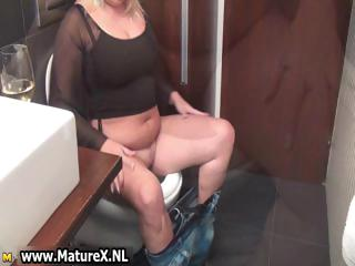 Fat elderly blonde mature lady loves taking part1