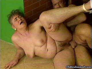 Chubby mature lady loves object part1