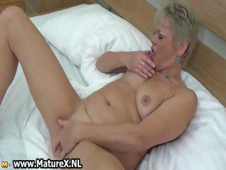 Chubby mature lady loves bringing off part6