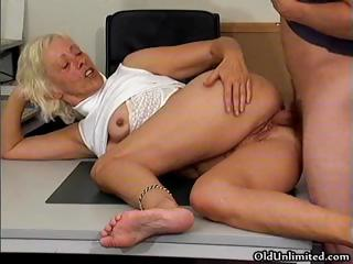 Horny grandma gets the brush wet pussy fucked part6