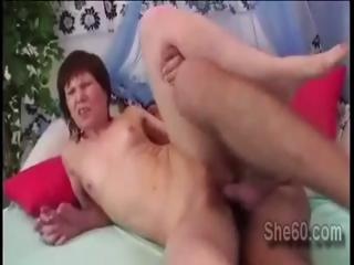Mature lady gets her snatch earnestly pumped by young hollow out