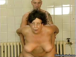Scalding old mom loves getting fucked part2
