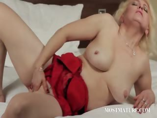 Full-grown blondie finger fucks lusty twat