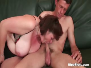 Brunette mature beamy slut gets her part3