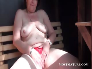 Mature cosset rubs pussy apropos down in the mouth undies