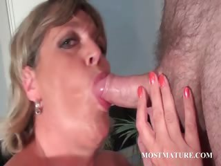 Mature hot mom loves to sucks cock