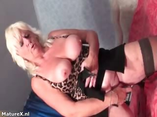 Mature streetwalker gets horny dildo fucking part2