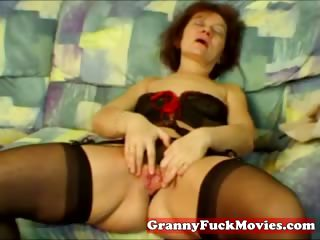 Amateur granny way how to masturbate