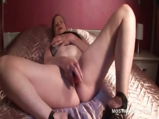 Horny mature battle-axe masturbates pussy with vibrator