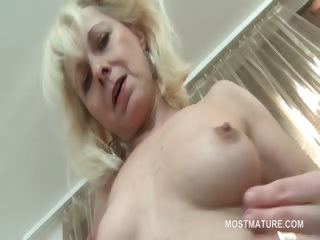 Blonde mature hottie have compassion for incline fucking ravenous twat