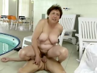 Granny enjoys a smarting enjoyable fuck