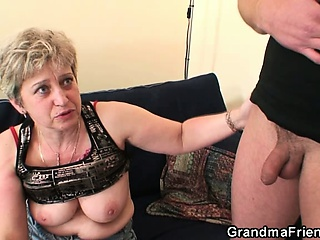She warms far her old cunt before two cocks