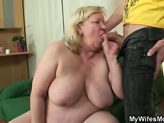He fucks her huge mom and gets dud
