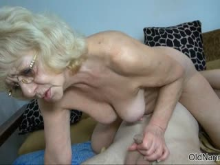 Nasty mature floosie gets horny jerking part2