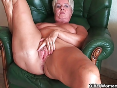 bootie grandmother Sandie spreads old pussy (compilation)