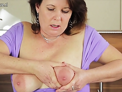 Real mature cockslut mom luvs to have fun with her moist pussy