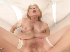 Horny mama gets a exclusive sicko creampie