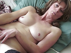 Mature mommy with unshaved old coochie