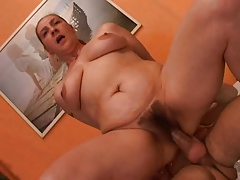 Granny gives a sex lesson to her youthfull lover