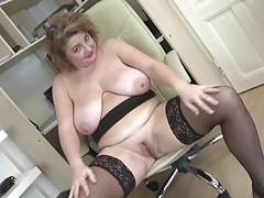 Posh mature mom with big globes and big booty