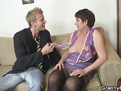 Ultra-kinky granny jumps on stiff meat