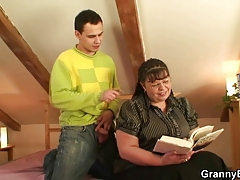 Bookworm bitch gets her meaty cunt pounded