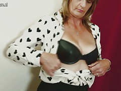 Gorgeous mature mother with hairy honeypot