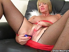 milf Amy gets turned on in fishnet tights