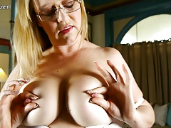 Mom with nice tits and pussy