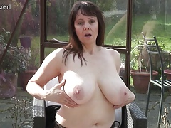 Unexperienced granny with big knockers and hungry cunt
