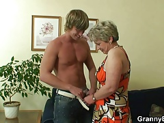 He drills her trimmed old pussy