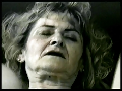Mature bitch gets her vagina pounded