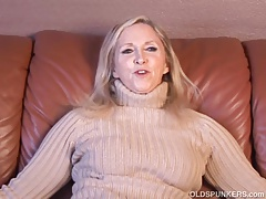 Supah sexy older lady plays with her juicy pussy for you