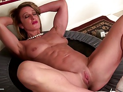Strenuous muscular mature mom with cock-squeezing pussy