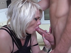 Mature fuckslut mommy taking it up the ass