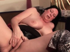Longhaired mature finger boinks herself deep