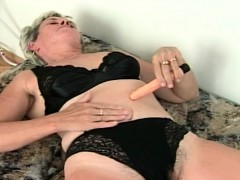 Ultra-kinky granny  herself