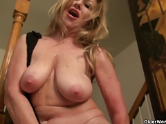 American cougar Sally Steel lets you  her woman bits