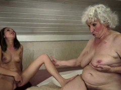 Round old lady orally licked by babe