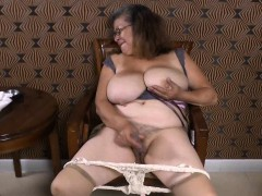 OmaGeil Chesty Latin Lady Toying With Herself