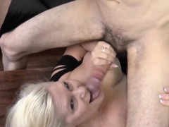 Pool guy get weenie sucked by ultra-kinky blonde granny