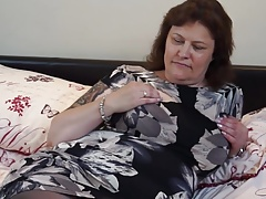 British mature BBW mommy Tiger Grizzly fingering her fuckbox