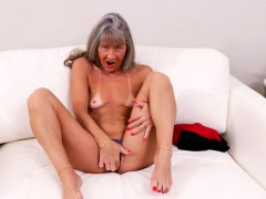 Yankee mature lady finger-tickling herself