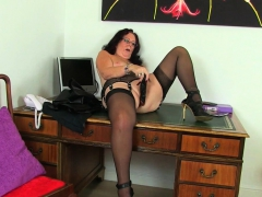 English gilf Elle gets turned on in her leather garment