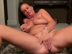 American cougar Brandi needs a good rub down
